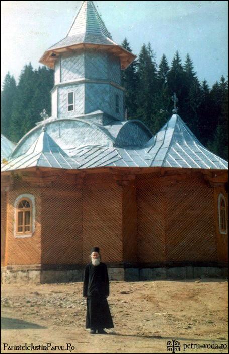 Parintele Justin Parvu la Manastirea Petru Voda in 1995