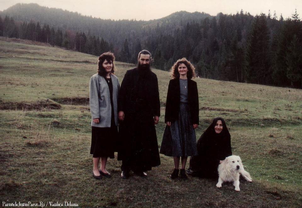 Parintele Ioan si Maica Nina din Alaska pe dealurile de la Petru Voda - Parintele Justin Parvu Ro