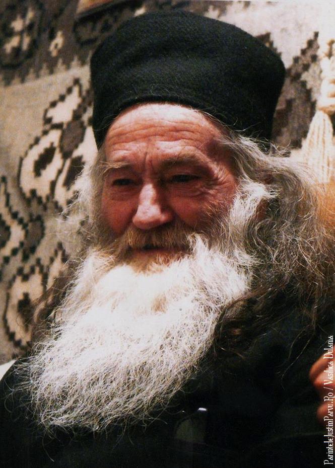 Parintele Justin Parvu Ro - Manastirea Petru Voda - Foto Arhiva 1