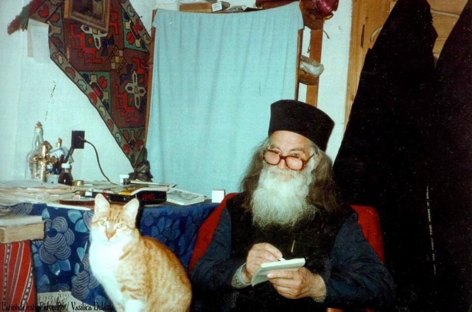 Parintele Justin Parvu Ro - Manastirea Petru Voda - Foto Arhiva 12