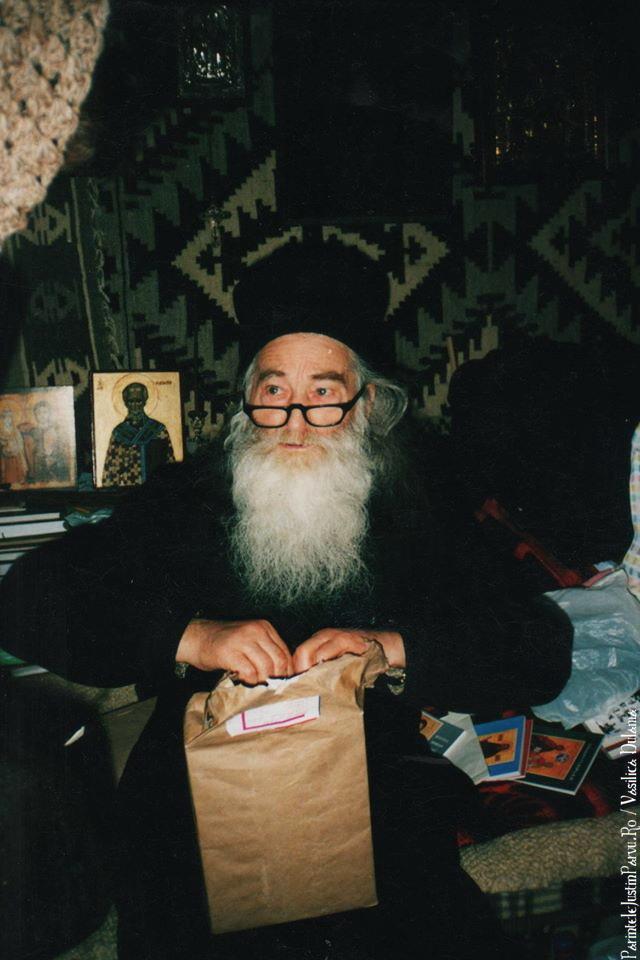 Parintele Justin Parvu Ro - Manastirea Petru Voda - Foto Arhiva 14