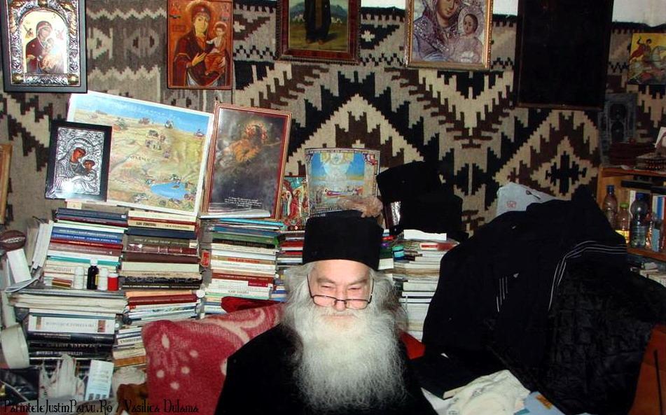Parintele Justin Parvu Ro - Manastirea Petru Voda - Foto Arhiva 15