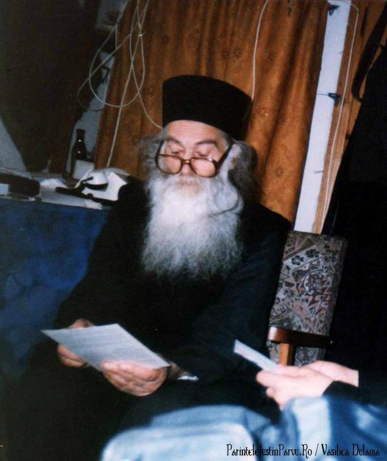 Parintele Justin Parvu Ro - Manastirea Petru Voda - Foto Arhiva 17