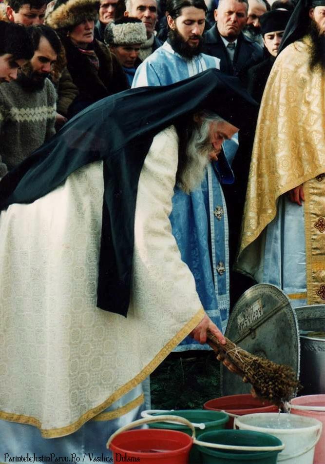 Parintele Justin Parvu Ro - Manastirea Petru Voda - Foto Arhiva 7 A