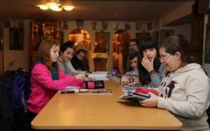 Şcoală ortodoxă din Bârlad la care orele încep cu o rugăciune, un vis încurajat de părintele Iustin Pârvu