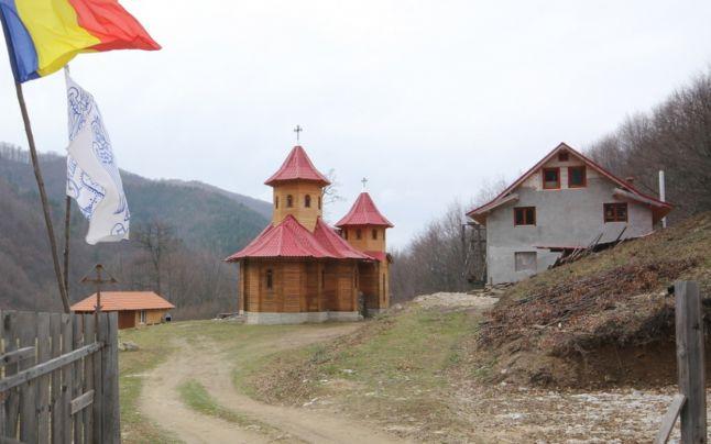 Manastirea Sfintii Români - Sarmisegetuza Regia. FOTO Daniel Guţă
