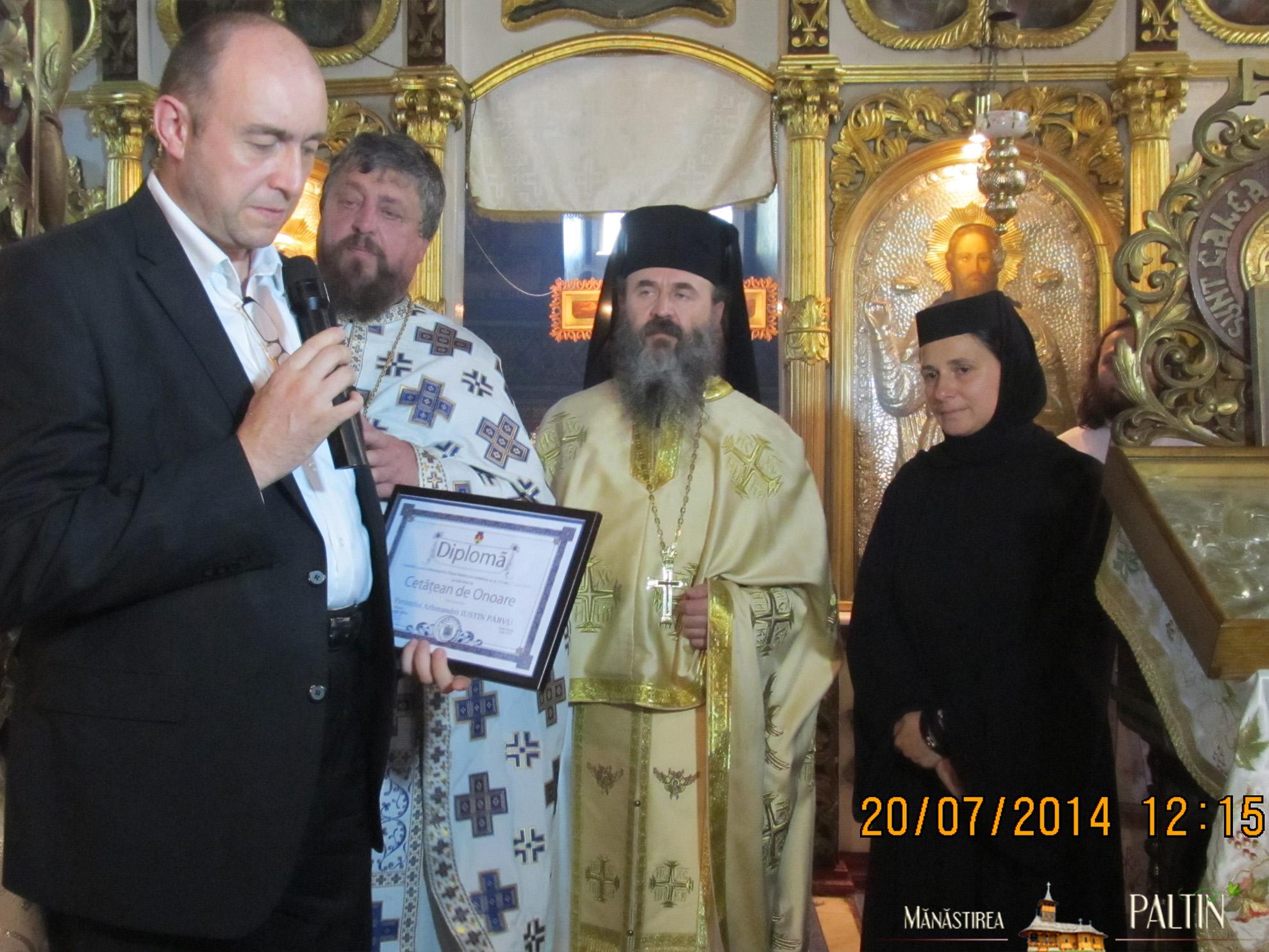 ceremonie_titlu_cetatean-de-onoare-Parintele-Justin-Piatra-Neamt 4