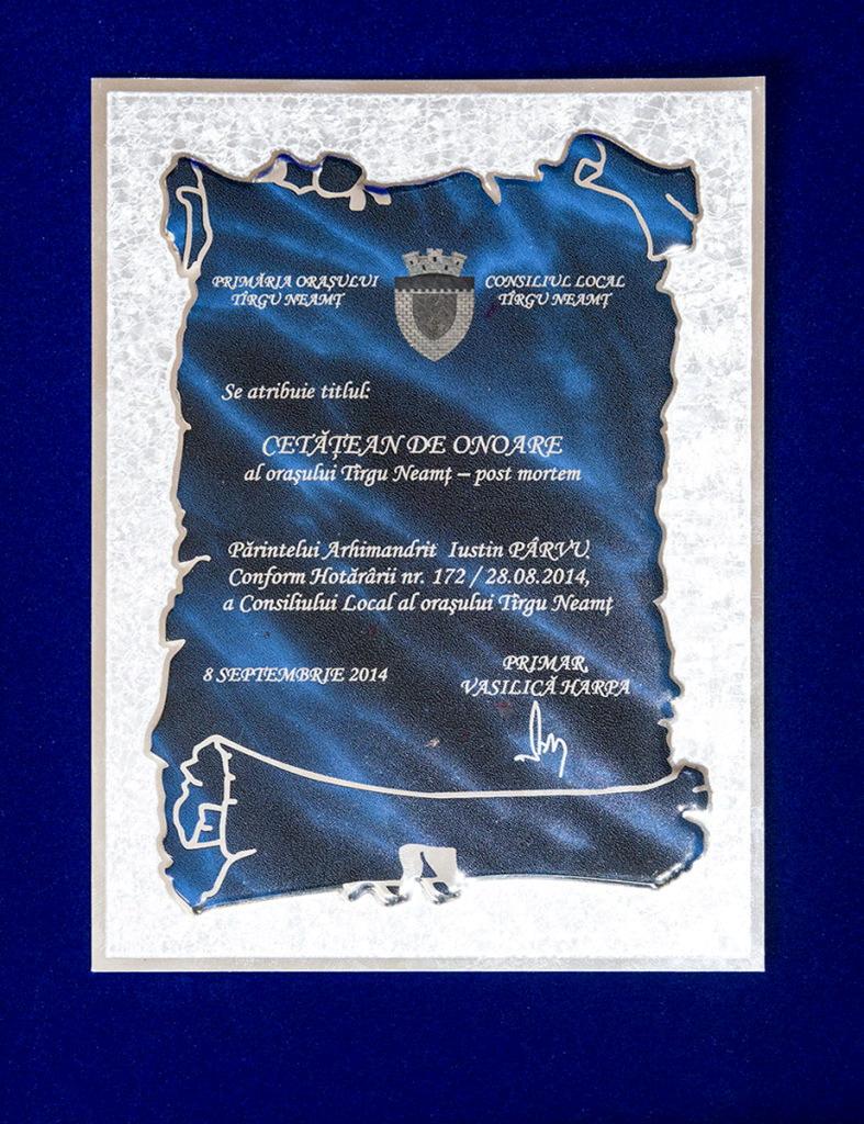 Placheta Parintele Justin Parvu Cetatean de Onoare Targu Neamt
