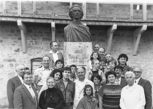 Academician-Constantin-Ciopraga-dr-la-bustul lui Eminescu de la Putna, in spate Caramitru